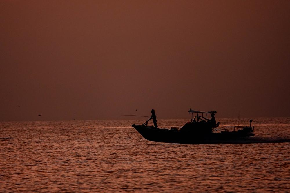 小松海岸 琥珀色の海へ
