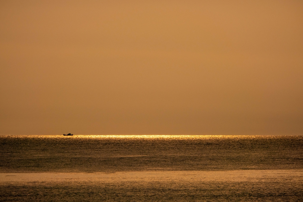 小松海岸 シャンパンゴールドの朝
